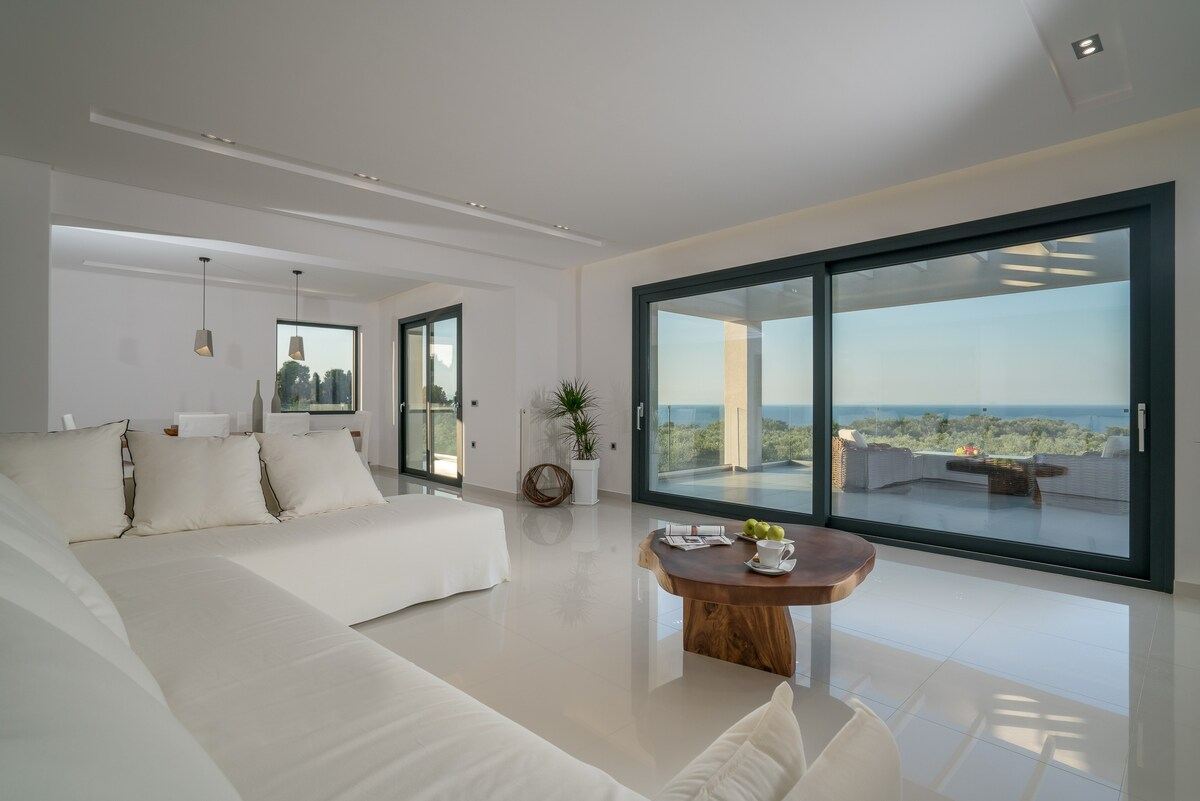 Akrotiri Luxury Villa