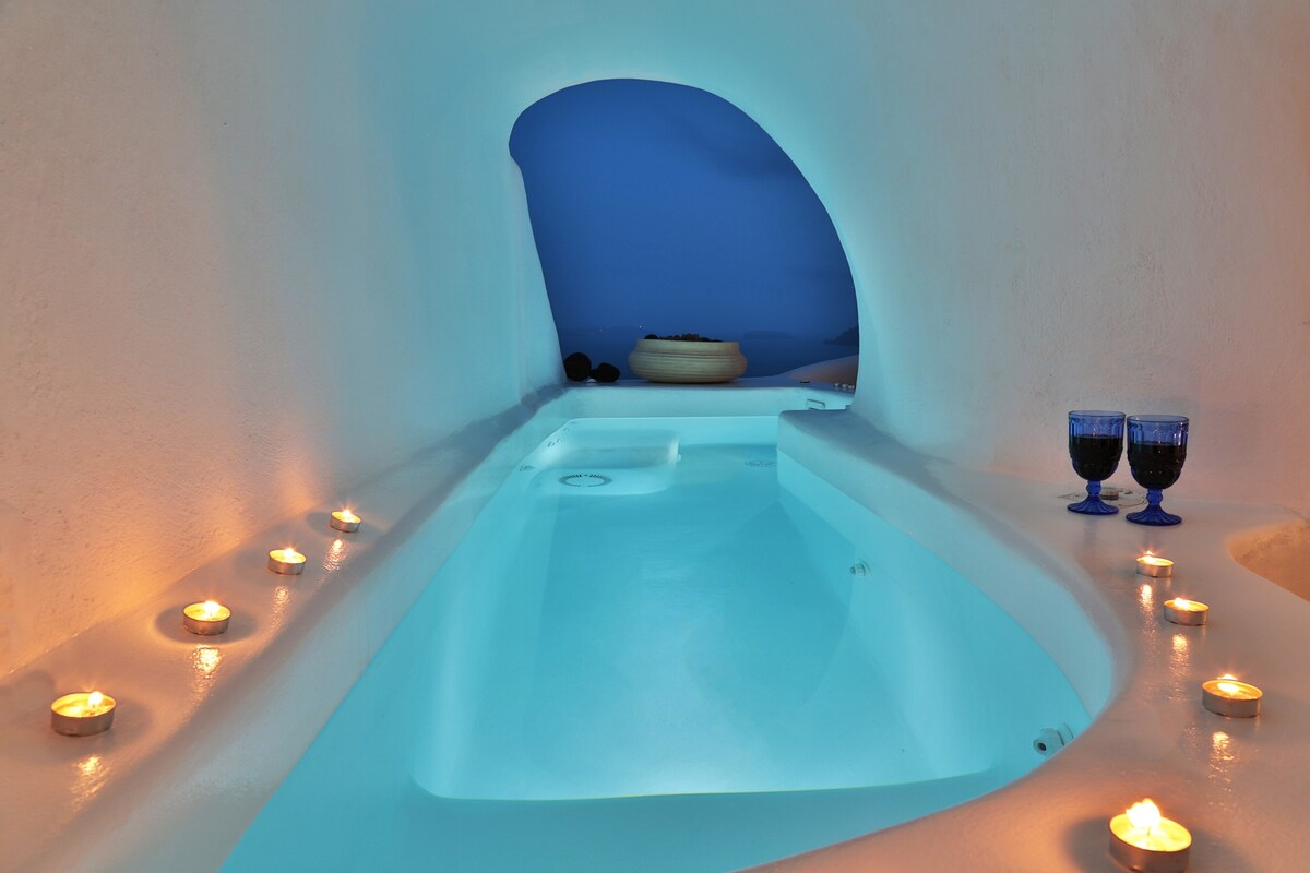 Lava Cave suite with Plunge Pool