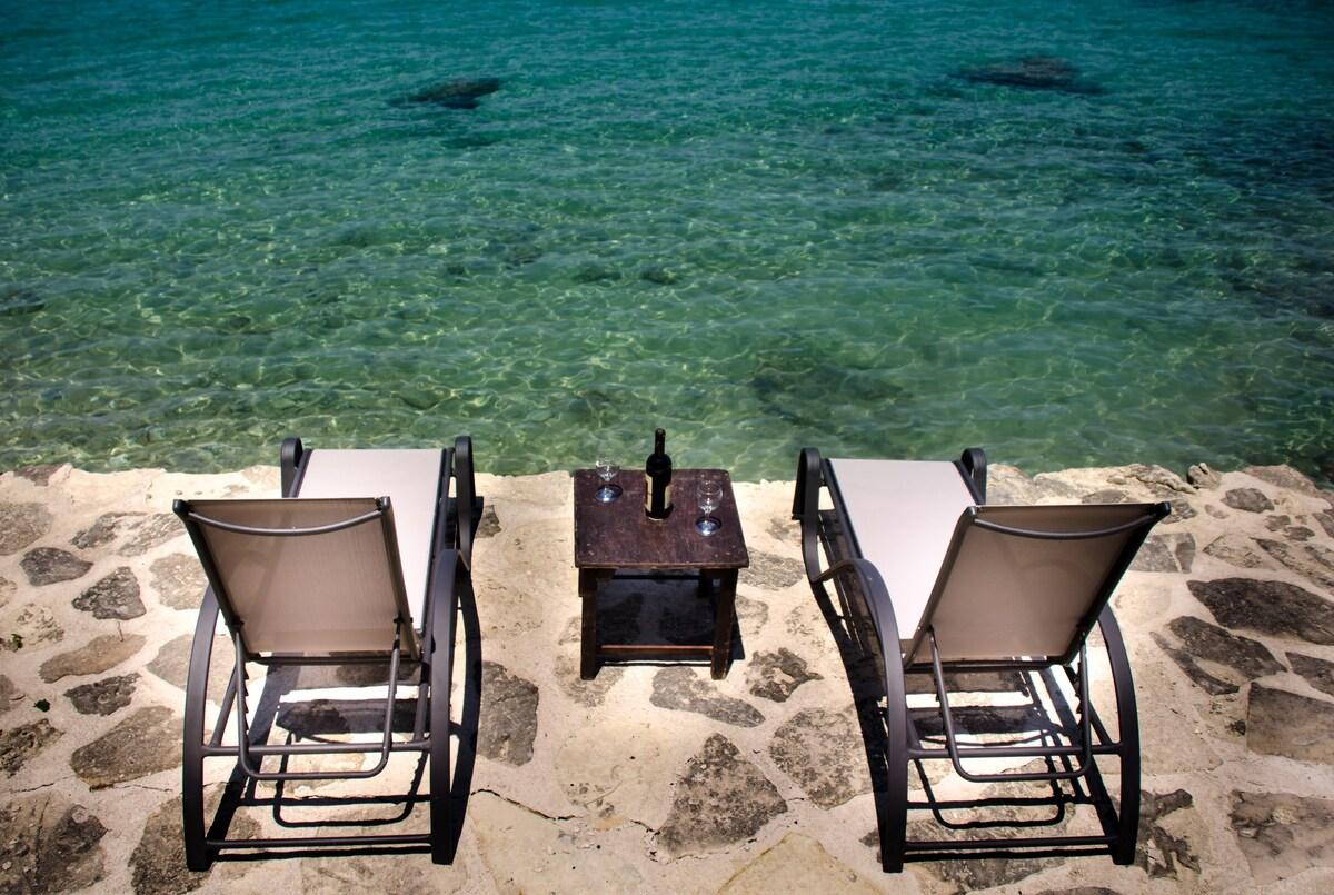 Villa Dora directly by the Rhodes' Sea
